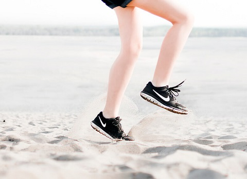 choose appropriate shoes that fit well and protect the feet